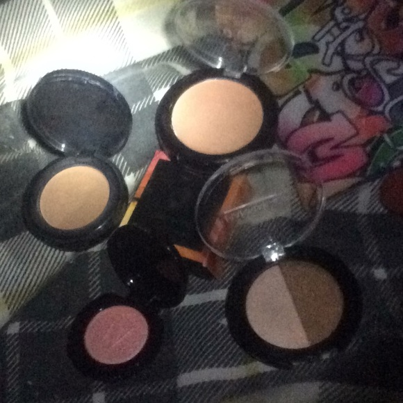 it cosmetics Other - Assorted bronzers, highlighters, tone correctors